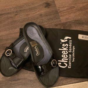 Toni Little Cheeks exercise sandals size 10